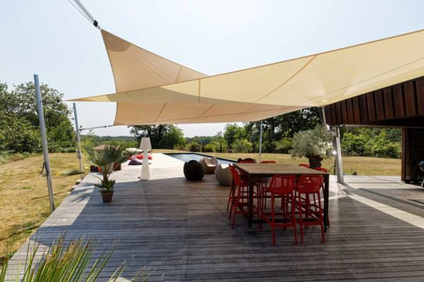 ombrage pour une maison contemporaine terrassée